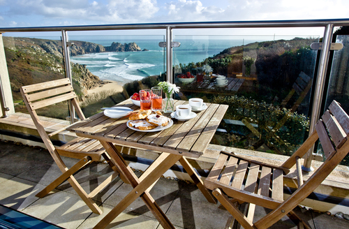 Snaptrip - Last minute cottages - Stunning Penzance View S1108 -
