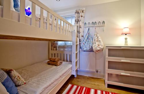 Snaptrip - Last minute cottages - Wonderful Dartmouth Rental S1136 -