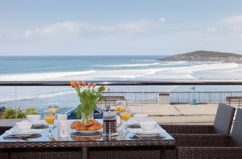 Snaptrip - Last minute cottages - Inviting Newquay Beach S1145 -