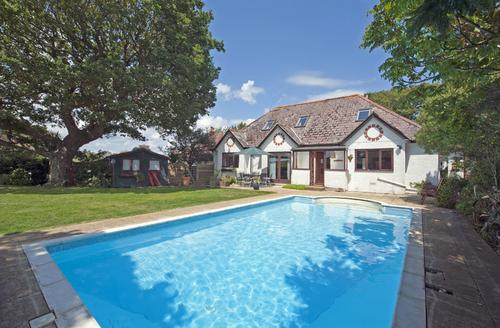 Snaptrip - Last minute cottages - Splendid Sandown Rental S1137 -