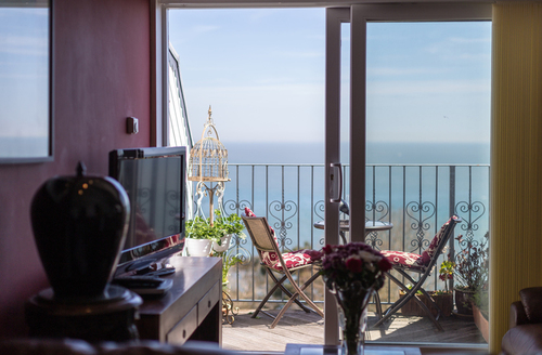 Snaptrip - Last minute cottages - Luxury Shanklin Priory S1189 -