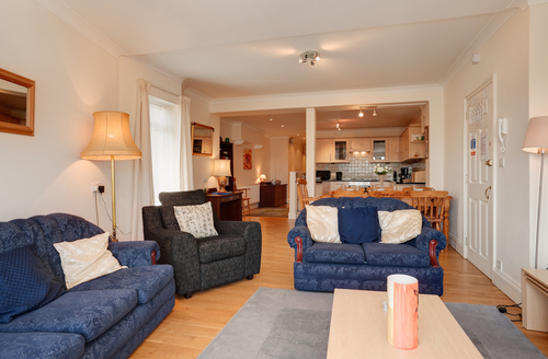 Snaptrip - Last minute cottages - Attractive Paignton Heights S1227 -
