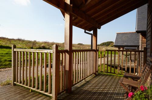 Snaptrip - Last minute cottages - Superb Newport Oak S1276 -