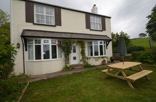 Snaptrip - Last minute cottages - Quaint Bideford Cottage S7610 -