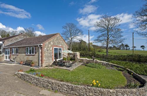 Snaptrip - Last minute cottages - Splendid Newport Cottage S1375 -