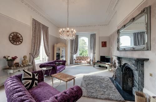 Snaptrip - Last minute cottages - Stunning Ivybridge Manor S1396 -