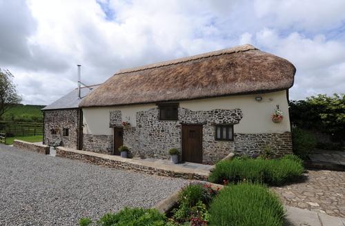 Snaptrip - Last minute cottages - Charming Torrington Hall S1406 -