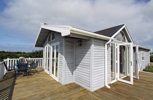 Snaptrip - Last minute cottages - Luxury Padstow Towans S1428 -