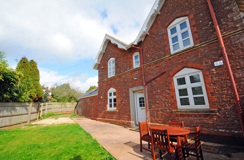 Snaptrip - Last minute cottages - Charming Torquay Vicarage S1455 -