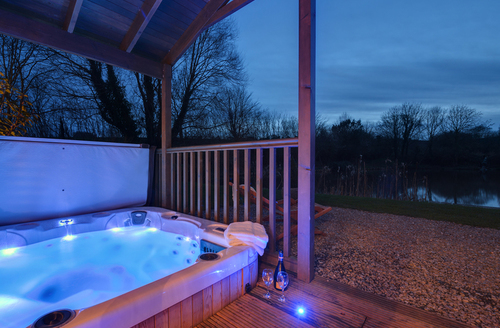 Snaptrip - Last minute cottages - Superb Exeter Lodge S1461 -