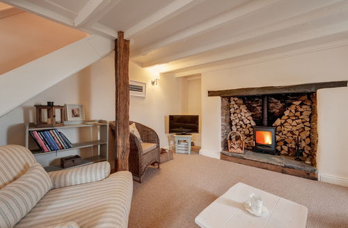 Snaptrip - Last minute cottages - Excellent Dartmouth Cottage S1483 -