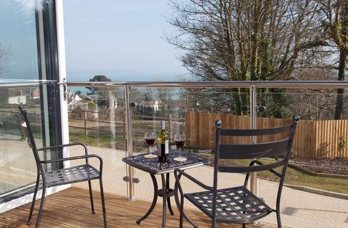 Snaptrip - Last minute cottages - Lovely Saint Austell Apartment S1537 -