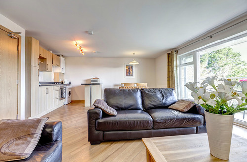 Snaptrip - Last minute cottages - Cosy Dawlish Rock S1709 -