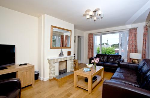 Snaptrip - Last minute cottages - Inviting Brixham Rental S1781 -