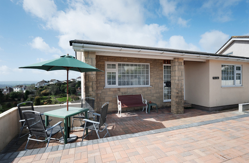 Snaptrip - Last minute cottages - Inviting Paignton Lodge S1790 -