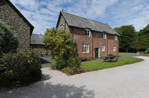Snaptrip - Last minute cottages - Wonderful Holsworthy Mews S1841 -