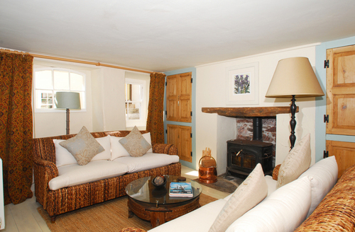 Snaptrip - Last minute cottages - Tasteful Torpoint Cottage S1861 -