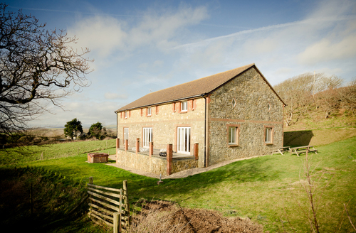 Snaptrip - Last minute cottages - Stunning Ventnor Barn S1844 -