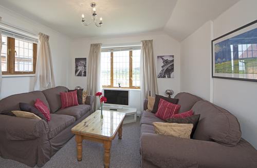 Snaptrip - Last minute cottages - Quaint Newport Cottage S1896 -