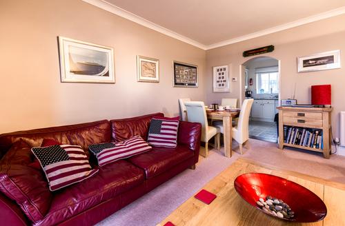 Snaptrip - Last minute cottages - Tasteful Brixham Reach S1948 -