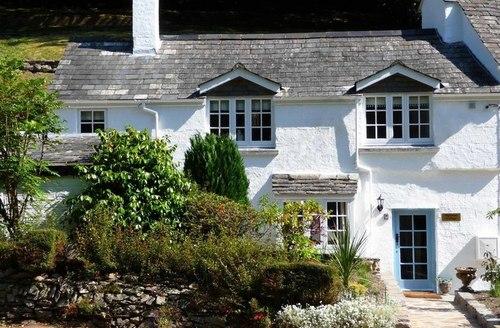 Snaptrip - Last minute cottages - Quaint Looe Cottage S1964 -