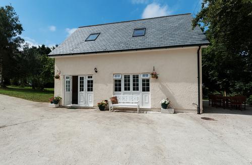 Snaptrip - Last minute cottages - Lovely Launceston Rest S1958 -