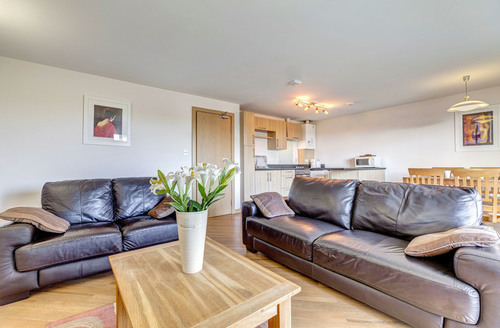 Snaptrip - Last minute cottages - Wonderful Dawlish Warren Apartment S6815 -