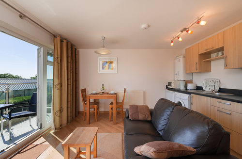 Snaptrip - Last minute cottages - Charming Dawlish Warren Apartment S9184 -