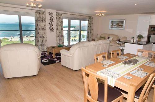 Snaptrip - Last minute cottages - Excellent Westward Ho! Apartment S9189 -