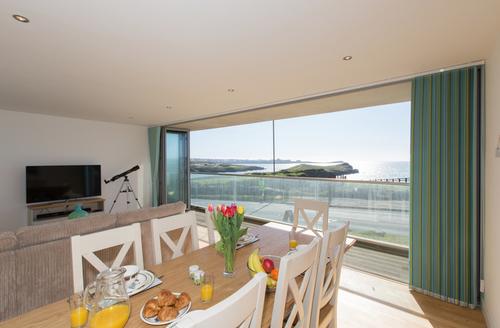 Snaptrip - Last minute cottages - Superb Porth Apartment S9201 -