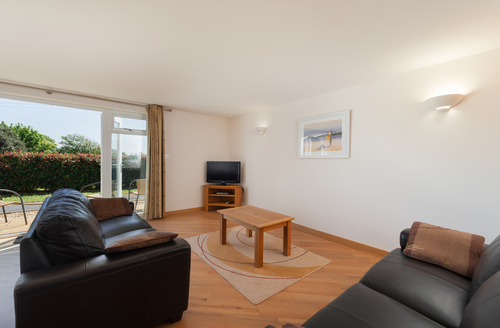 Snaptrip - Last minute cottages - Beautiful Dawlish Warren Apartment S9214 -