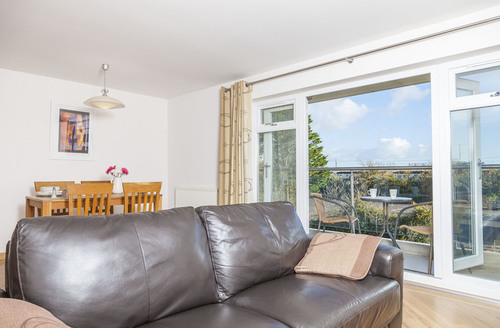 Snaptrip - Last minute cottages - Captivating Dawlish Warren Apartment S9222 -