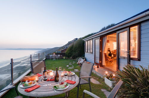Snaptrip - Last minute cottages - Attractive Millbrook Lodge S9244 -