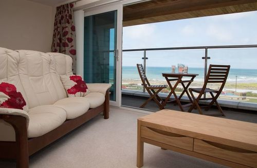 Snaptrip - Last minute cottages - Beautiful Westward Ho! Apartment S9271 -
