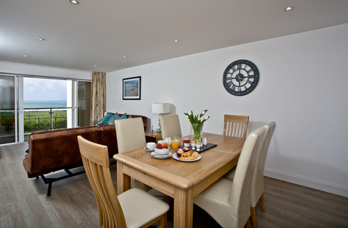 Snaptrip - Last minute cottages - Lovely Newquay Apartment S9264 -