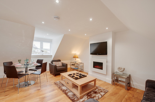 Snaptrip - Last minute cottages - Splendid Torcross Apartment S9293 -