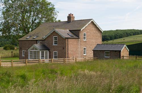 Snaptrip - Last minute cottages - Exquisite Rudston Cottage S9453 -