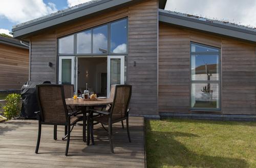 Snaptrip - Last minute cottages - Tasteful Trink Lodge S9397 -