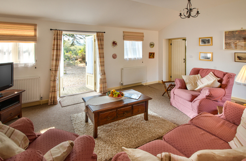 Snaptrip - Last minute cottages - Quaint Queen Bower Cottage S9524 -