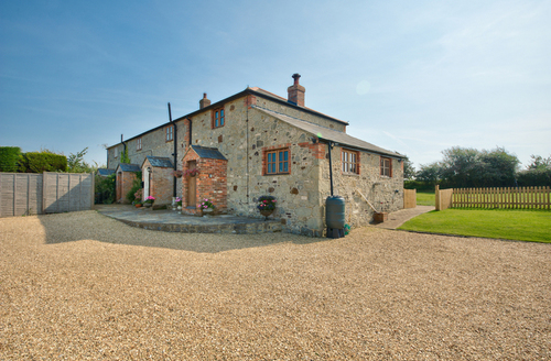 Snaptrip - Last minute cottages - Stunning Billingham Apartment S9606 -