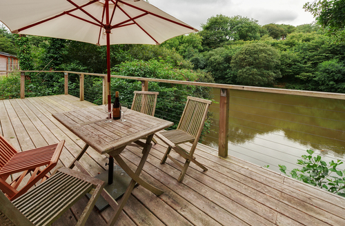 Snaptrip - Last minute cottages - Stunning Cornwall Lodge S9617 -