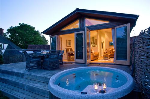 Snaptrip - Last minute cottages - Superb Bradford Abbas Lodge S9659 -