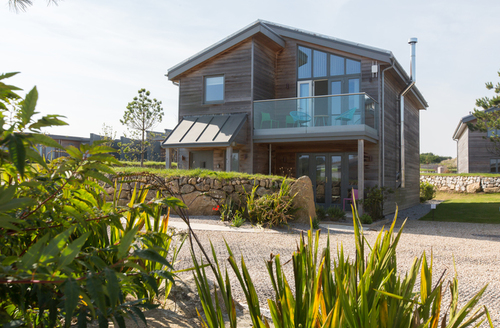 Snaptrip - Last minute cottages - Stunning Carbis Bay Lodge S9705 -