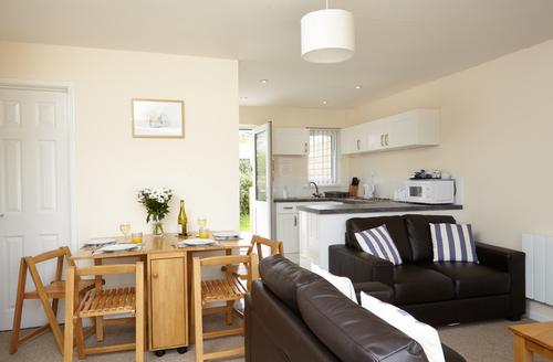 Snaptrip - Last minute cottages - Quaint Seaview Rental S13231 -