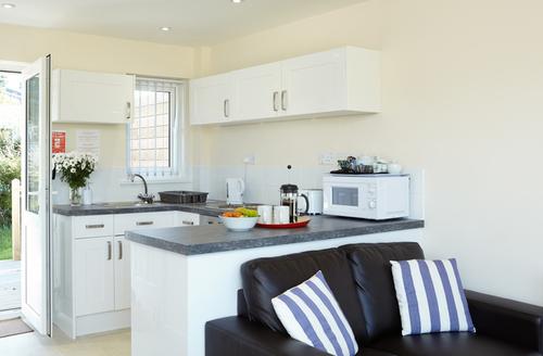 Snaptrip - Last minute cottages - Quaint Seaview Rental S13239 -