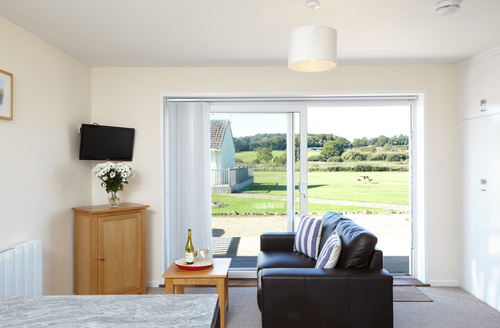 Snaptrip - Last minute cottages - Attractive Seaview Rental S13247 -