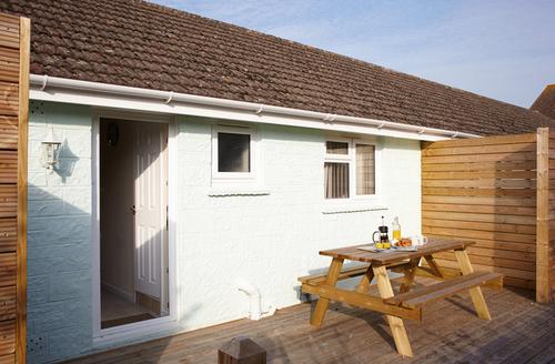 Snaptrip - Last minute cottages - Wonderful Seaview Rental S13254 -
