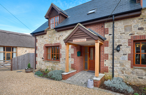 Snaptrip - Last minute cottages - Wonderful Totland Rental S13287 -