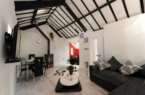 Snaptrip - Last minute cottages - Tasteful Bickington Rental S13400 -