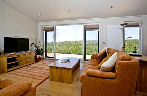 Snaptrip - Last minute cottages - Inviting Draycott Rental S25089 -
